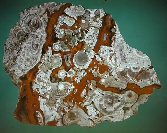 فرآوری پوکه معدنی از سنگ آذرین